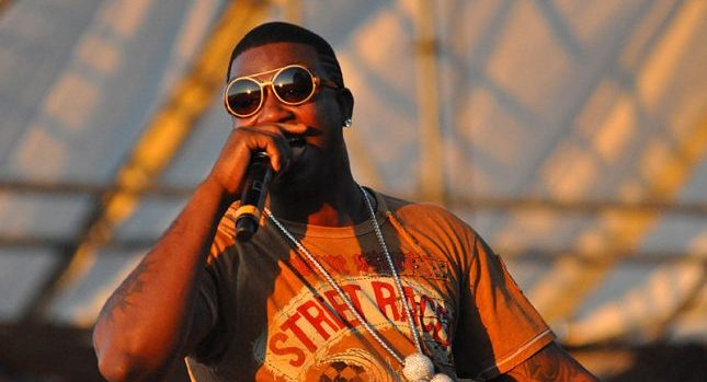 800px-gucci_mane_performing_at_the_williamsburg_waterfront_2
